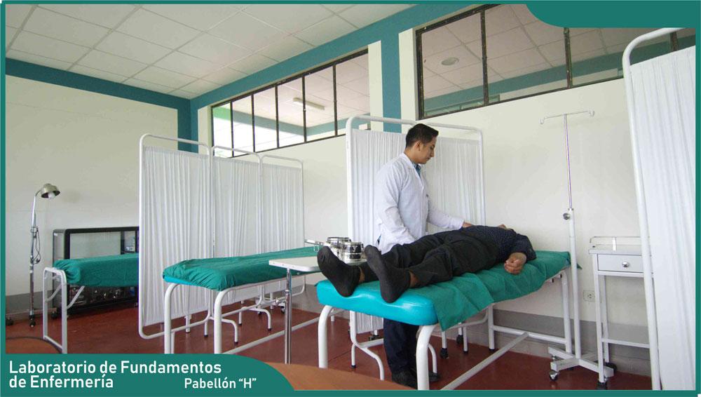 Carrera de Enfermería - Laboratorio de Fundamentos de Enfermería